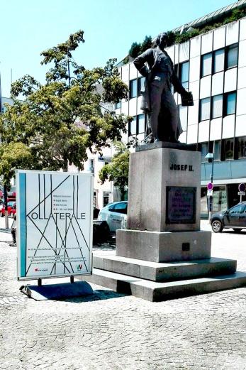 Kollaterale-Plakat am Kaiser-Josef-Platz